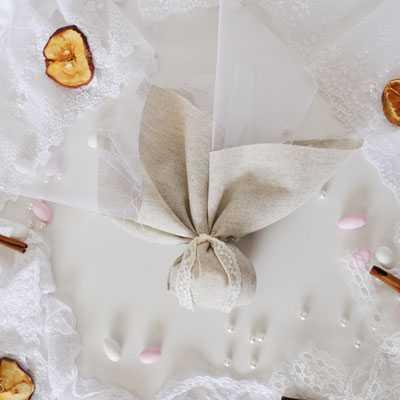 μπομπονιέρα γάμου λινό της άμμου μαντήλι