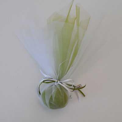 Μπομπονιέρα γάμου κλασική με τούλι λαδί