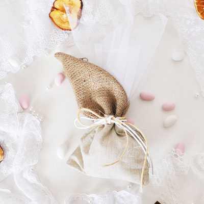 Μπομπονιέρα γάμου πουγκί λινάτσα και λινό(gdg43)