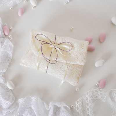 Μπομπονιέρα γάμου φάκελος από δαντέλα -gdg291