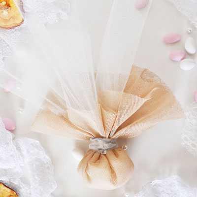 Μπομπονιέρα γάμου με μαντήλι γάζας μπεζ-gdg64
