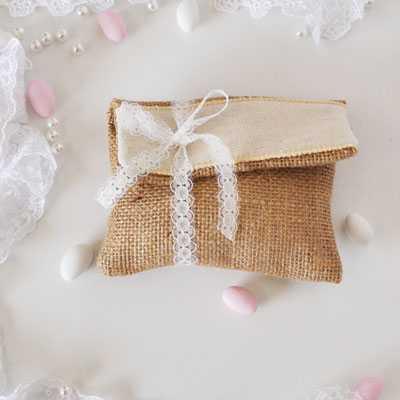 Μπομπονιέρα γάμου λινάτσα φάκελος με λινό εκρού -gdb51