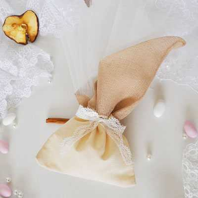 Μπομπονιέρα γάμου πουγκί λινό και γάζα-gdg106