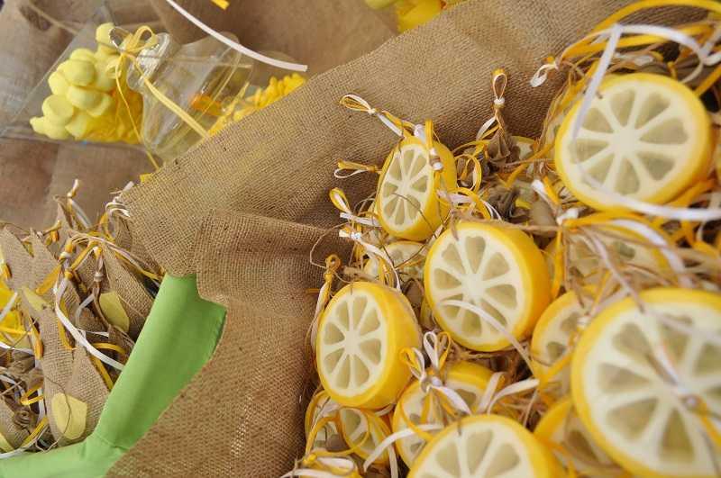 Μπομπονιέρα λεμονάκι