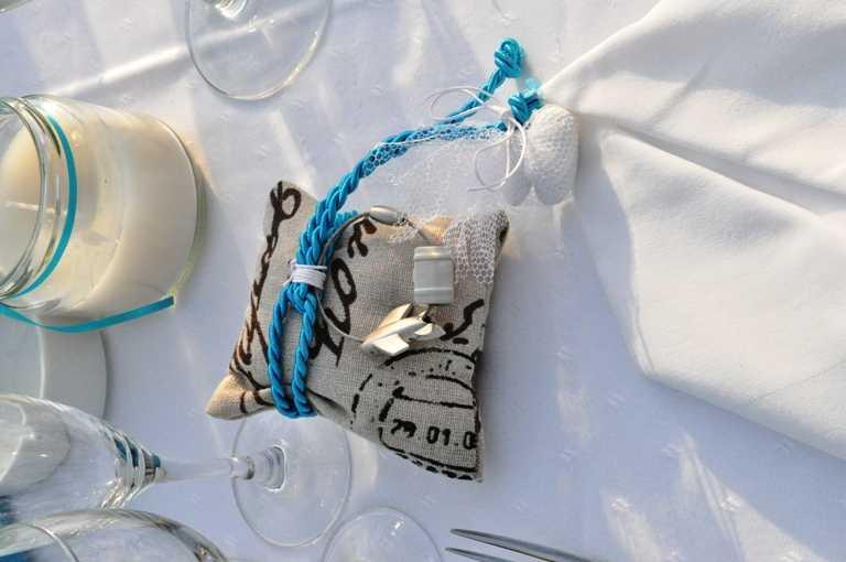 Μπομπονιέρα βάπτισης αρωματικό μαξιλαράκι με μπρελόκ