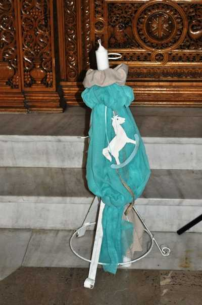 Στολισμός εκκλησίας με θέμα αλογάκι