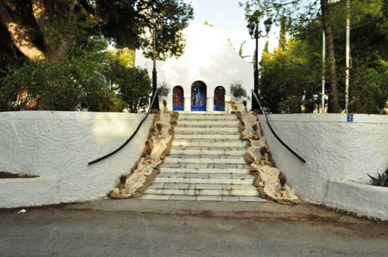 Εξωτερικός στολισμός Άγιος Γεώργιος Καβούρι