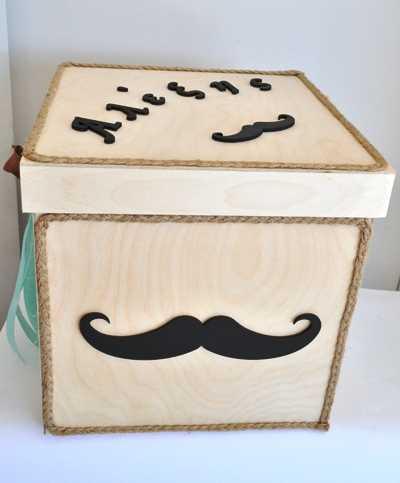 Κουτί βάπτισης με θέμα το μουστάκι (kv17.12)