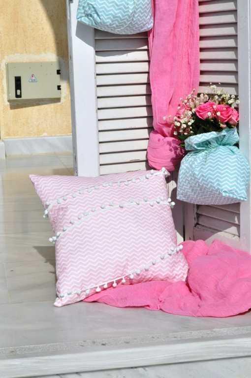 Μαξιλάρι διακοσμητικό με ροζ chevron