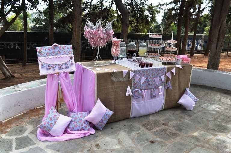 Candy bar βάπτισης σε ροζ και floral αποχρώσεις