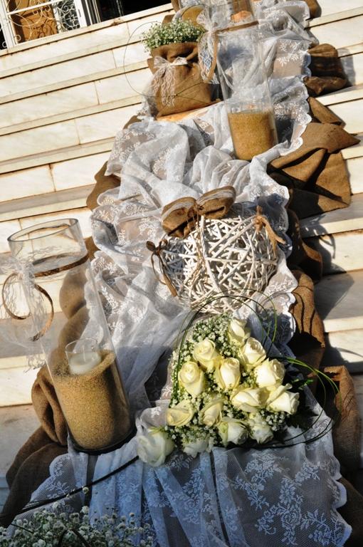 Στολισμός γάμου με λινάτσα και δαντέλα