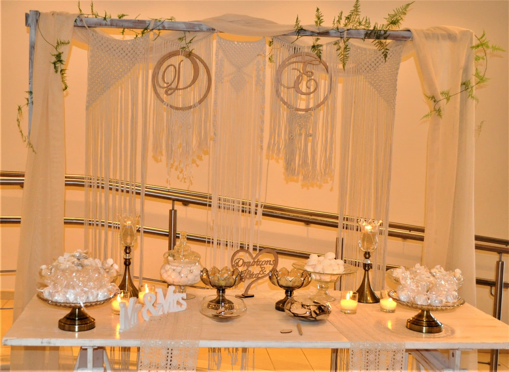 Wishes table with macrame decoration